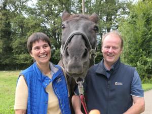 Foto Unsere 30 jährigen Stute Samba mit den Lehrgangsleitern Birgit und Dirk
